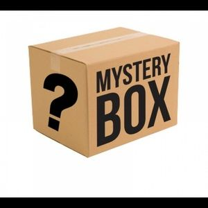Size medium mystery box 📦 x 3 items